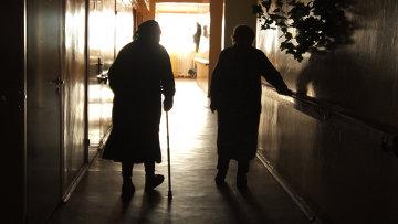 Половина пациентов с переломом шейки бедра умирают в течение года ...